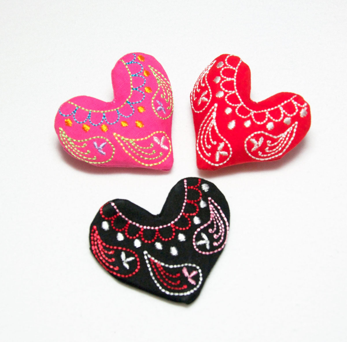 How To Make An Embroidery Pattern Embroidered Heart Pin And Free Embroidery Design Weallsew