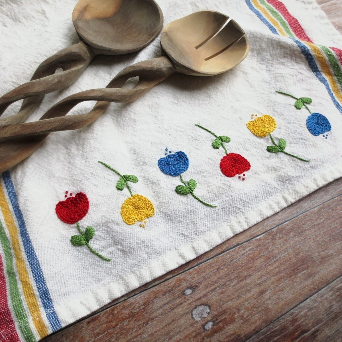 Kitchen Towel Embroidery Patterns Embroidered Tulip Tea Towel How To Make A Tea Towel Needlework